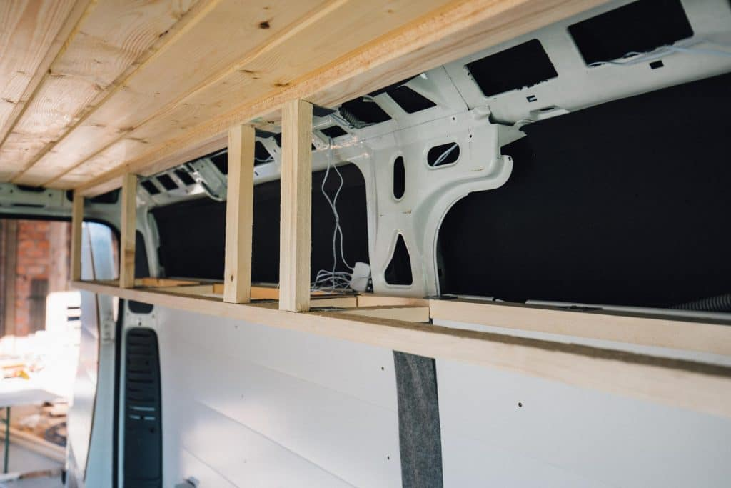 Kastenwagen Overhead Cabins in arbeit