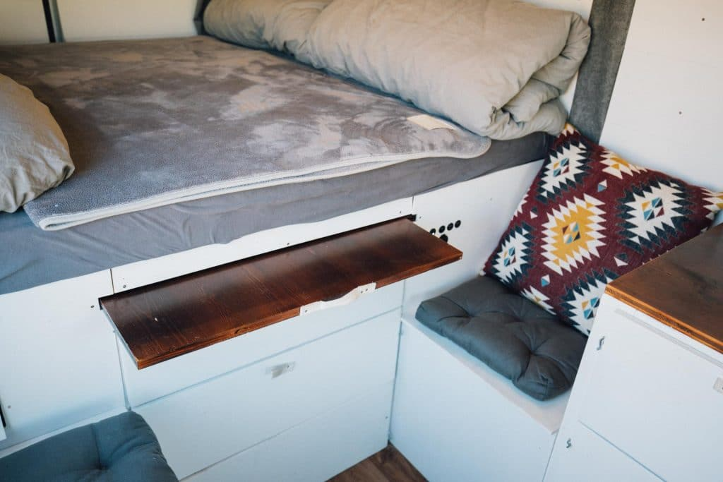 Kastenwagen Camper ausziehbarer Tisch Stufe 1