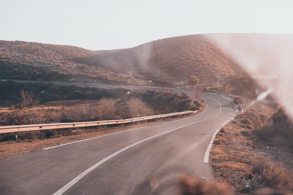 Vanlife Marokko leere Straße in der Wüste