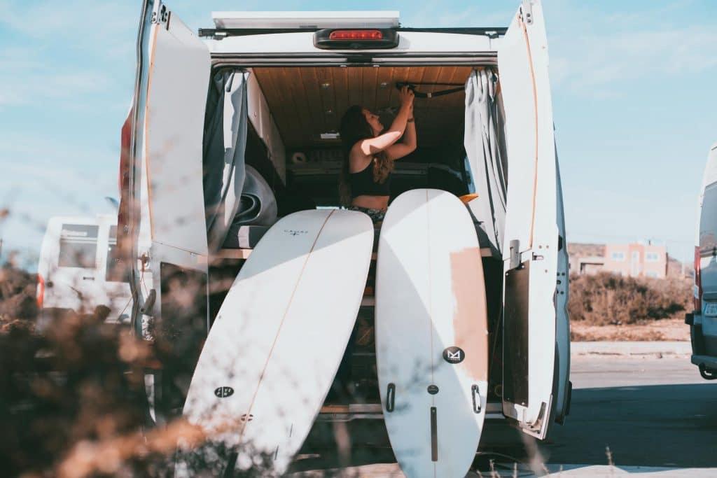 Surfen in Marokko Longboards am Van