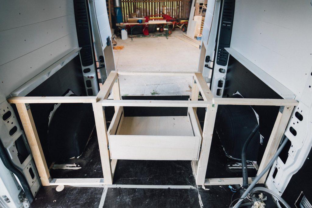 camper schubladen bett konstruktion eingebaut im Citroen Jumper L2H2