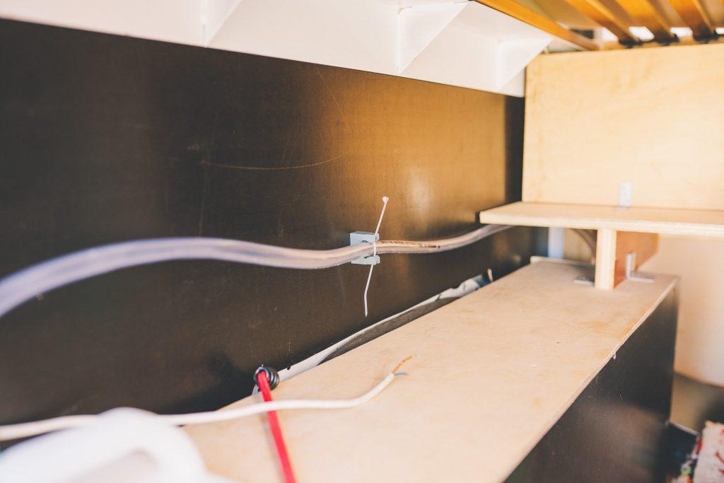 Wasserschlauch im Wohnmobil verlegen