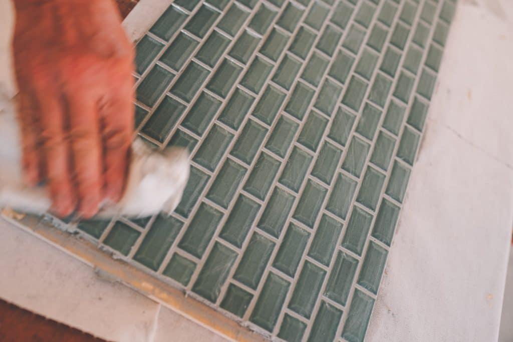 säubern der fliesen rückwand für DIY küche Kastenwagen