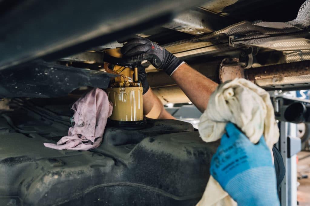 Ausbau Tankgeber für Standheizung montage
