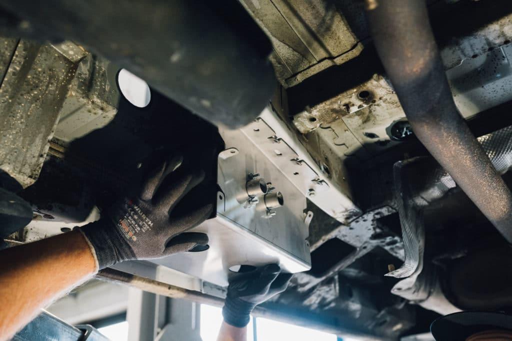 Montage autoterm 2D mit Unterflurwinkel VW T5 am Unterboden