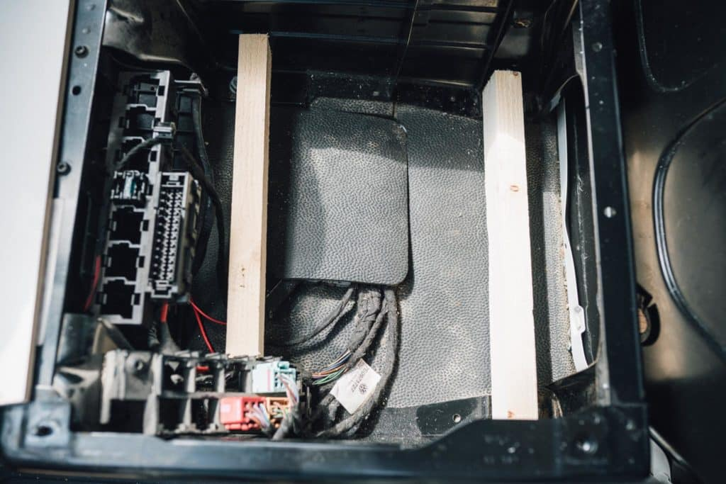 VW T5 Fahrersitz Montageplatz Ladebooster