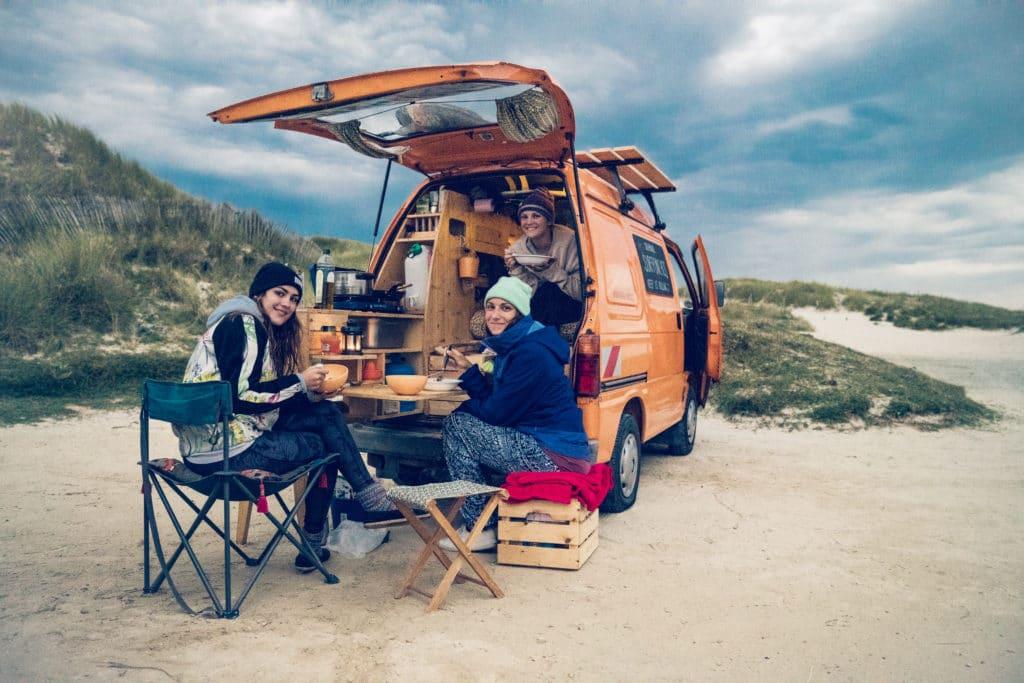 mit Freunden am Reisen Minicamper Diy Ausbau
