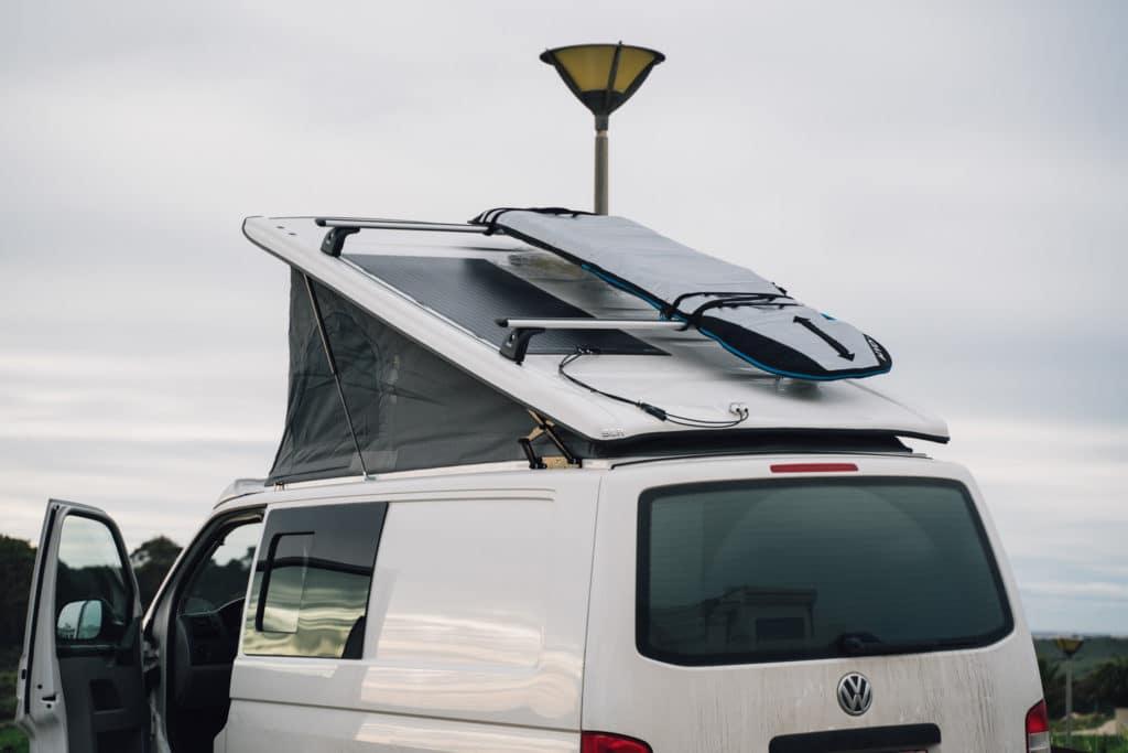 Flexibles Solarpanel auf SCA Aufstelldach montage
