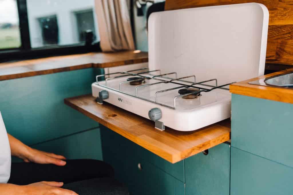 Kocher im Campervan DIY Küche VW Bus