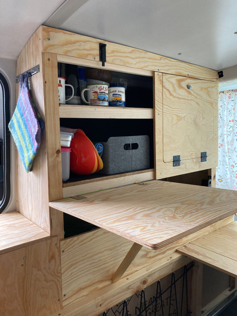 Küche VW T6 Bulli ausklappbarer Tisch