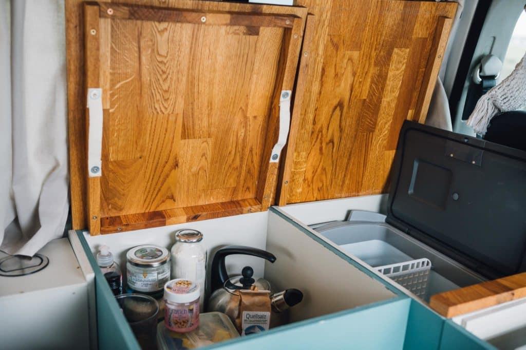 Stauraum und Kühlschrank T5 Küche Tablett