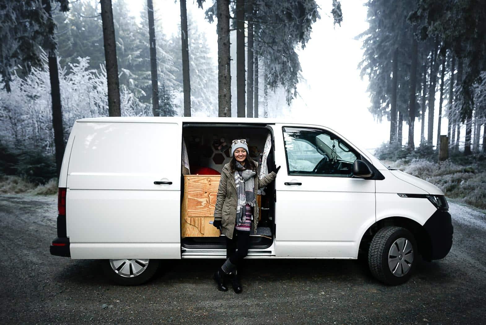 VW T6 Nancy Solo Reisende Winter Wald