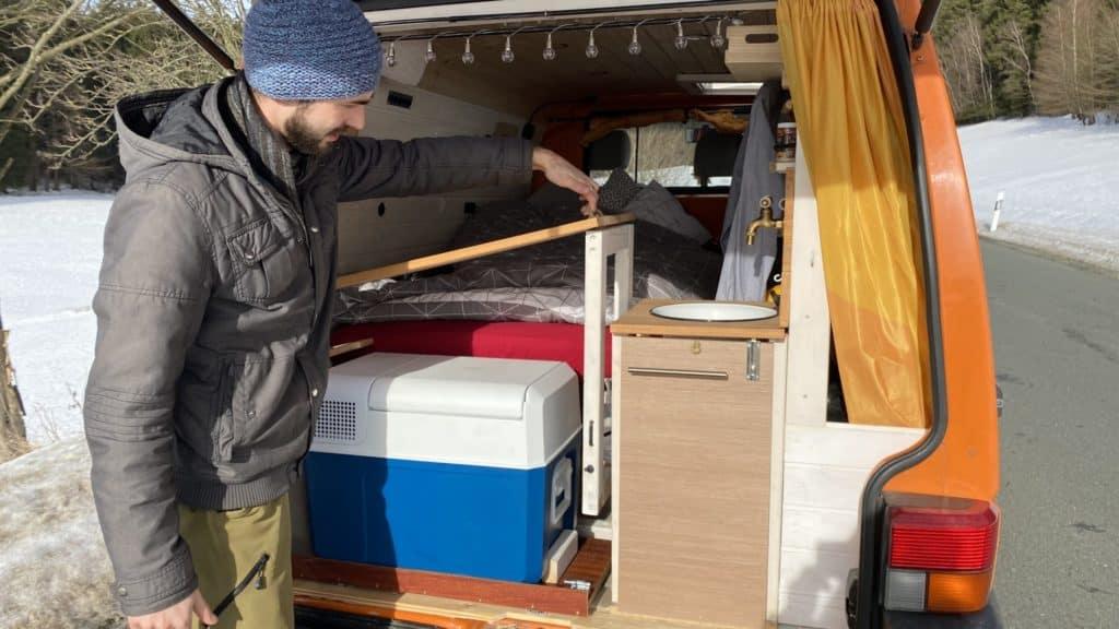 VW T4 Heckküche mit abnehmbarem Tisch Waschbecken Kühlbox