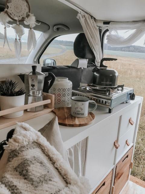 VW T5 Camper Küche IKEA Regal Kaffee Vorhang Deko