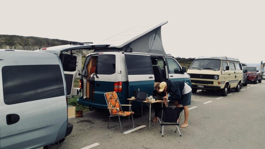 Vanlife mt anderen Campern unterwegs